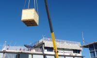 CLS, Tahiti METEO France Crane unloading crate DSC09095p