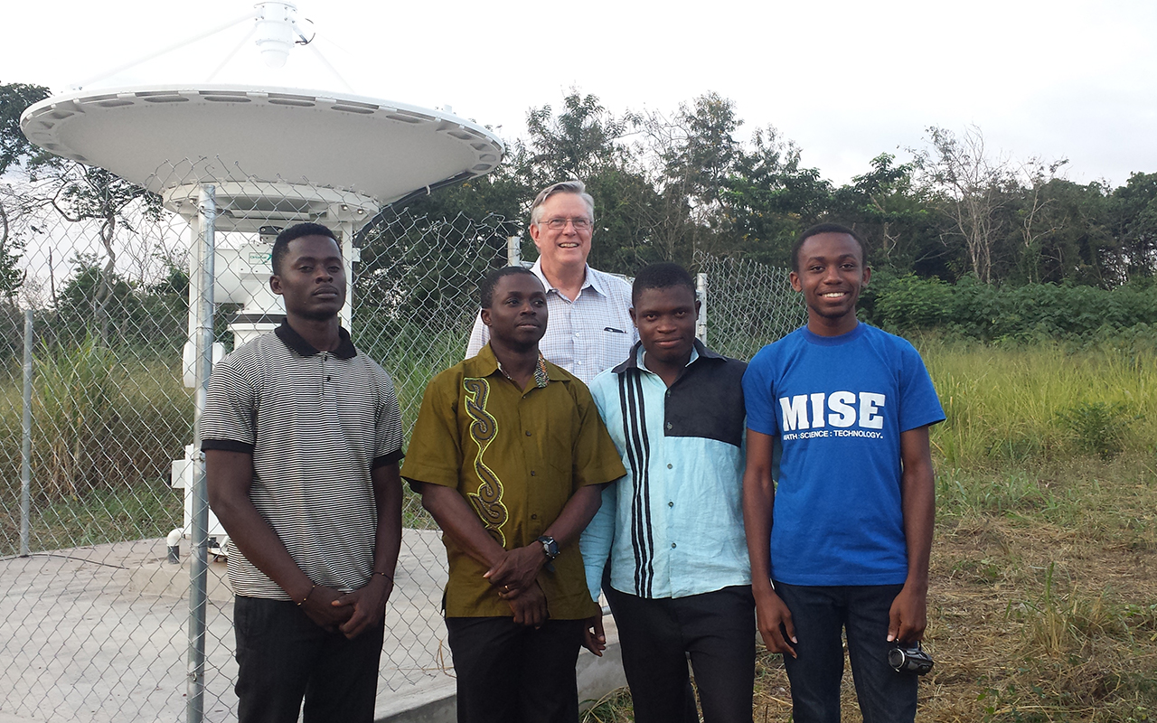 UENR Ghana 20150905_174714 web installation team