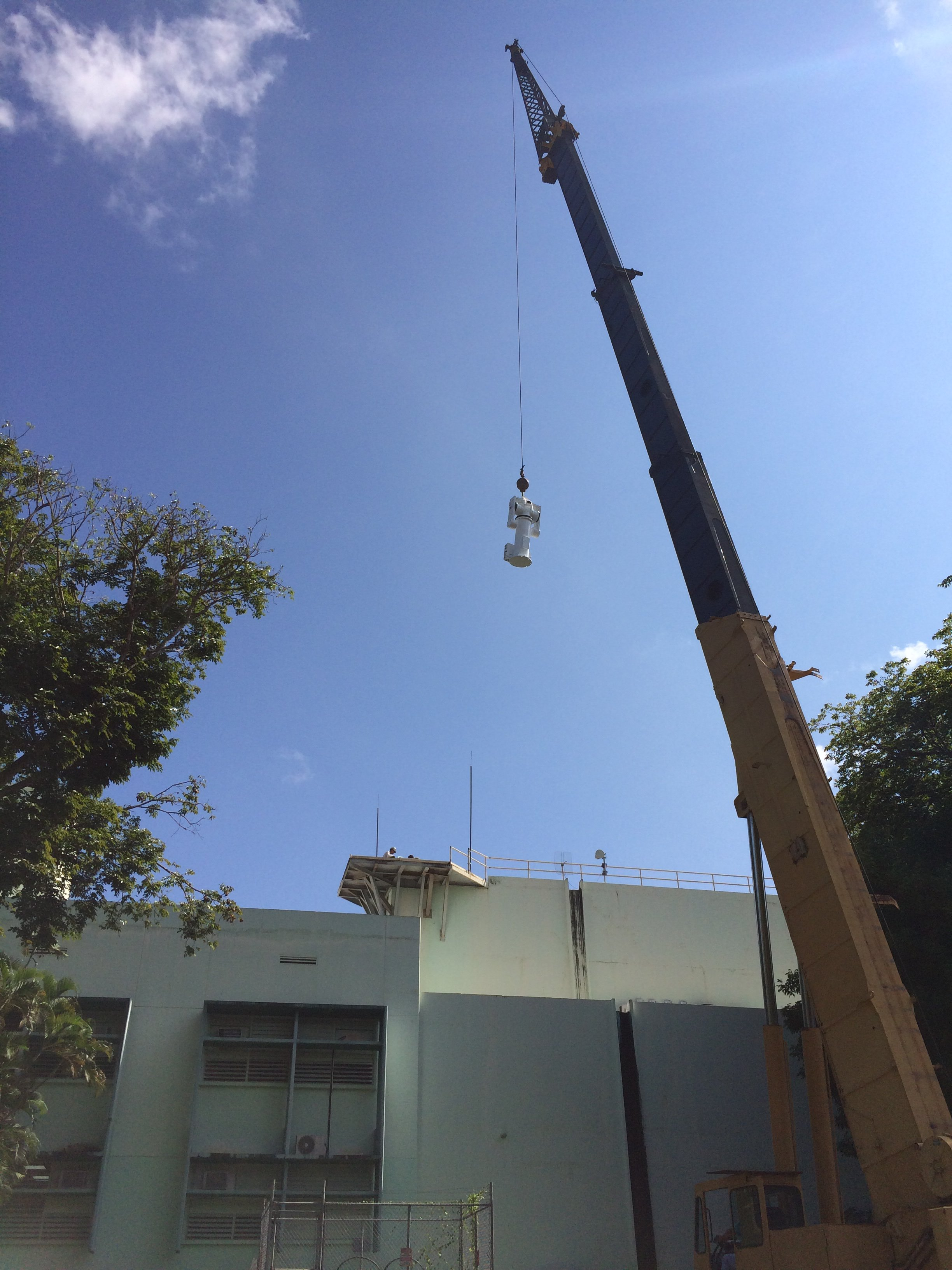 SSEC UPRM NOAA Puerto Rico Mayagüez Lifting Positioner w crane IMG_1134
